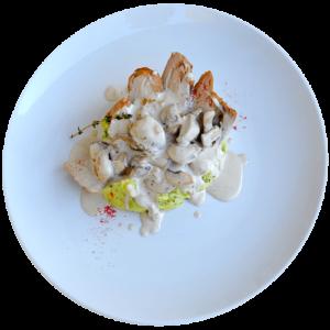 Свинна вирізка з грибним соусом та шпинатним картопляним пюре