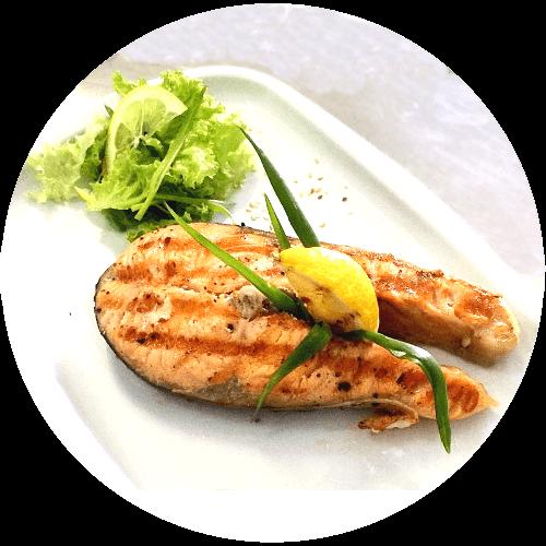 Стейк з лосося з овочами